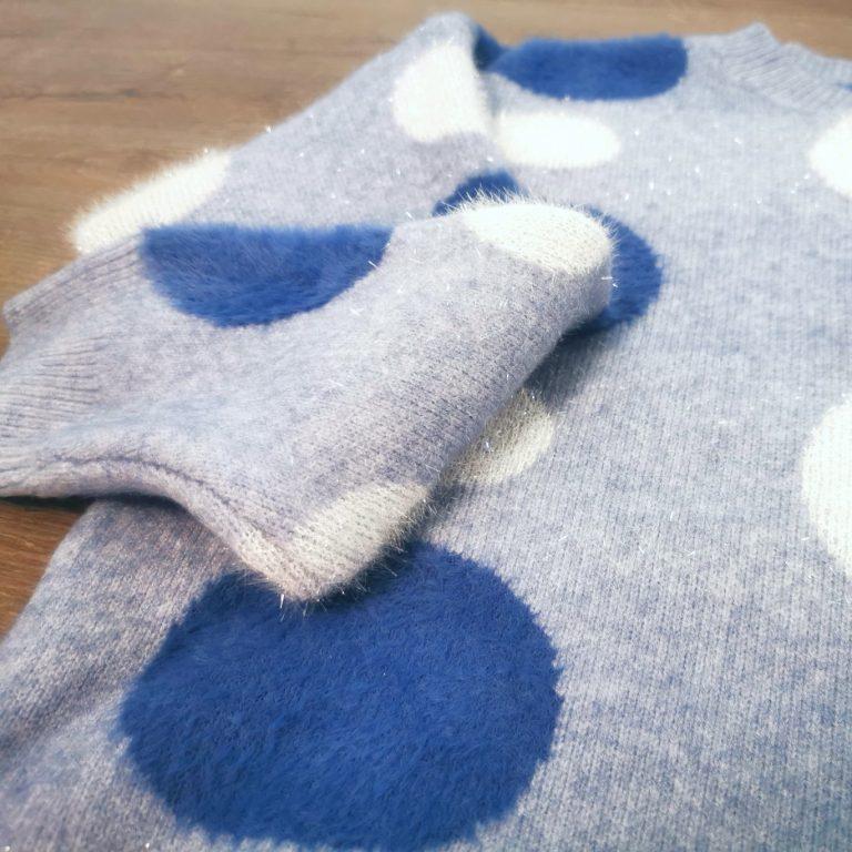 női kék pöttyös csillogó pulóver